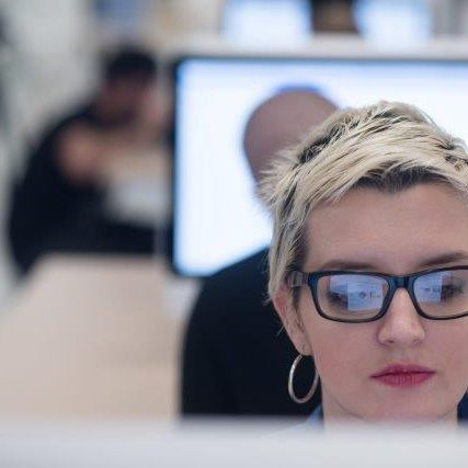 jig_images_woman_coding